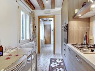 San Giovanni and Paolo delux: charming 4-sleep apartment located in the heart of Venice., Venise