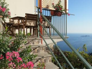 Beautiful house with parking space and seaview!!, Montepertuso