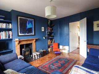 CHAPEL COTTAGE, cosy cottage with open fire and woodburner, great for walking and cycling, in Pin Mill, Ref 915284