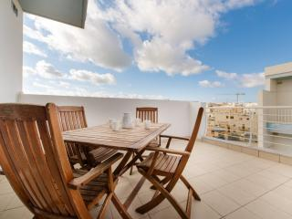 Charming 3 Bd Penthouse in a Prime Area of Bugibba