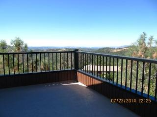 Luxurious Condo with wrap around deck over looking Stanislaus Canyon, Murphys