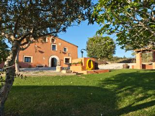 Countryside Masia Gipot for 15 guests, only 20-25 minutes from the beaches of Sitges, Santa Margarita y Monjós