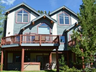Beautiful Tall Pines townhome -Ski-in/out-HOT TUB, Breckenridge
