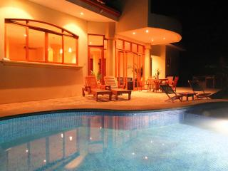 Villa Toscana - Luxury and Privacy near Montezuma