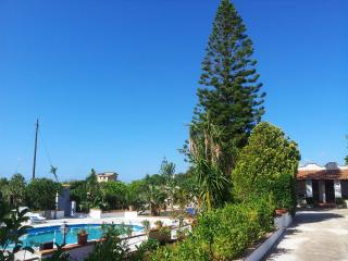 COUNTRY VILLA  NEAR THE BEACH with private Pool, Balestrate