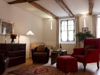 (1) First Class Studio Apartment in the heart of historic old-town Salzburg, Salzburgo