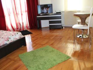Unirii modern studio,Alba Iulia square views., Bucharest