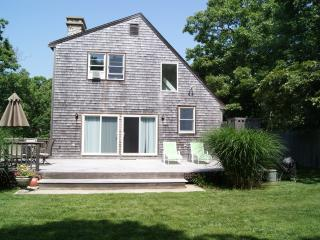 RIORE - Close to Edgartown Center and Beaches,  Bike Paths 2/10 mile from house, Large and Private Deck, WiFi, AC in Bedrooms