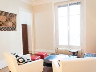 Renovated 2BR for 4 guests near Montmartre P18