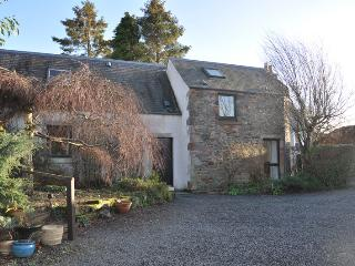 Large 4 bed converted barn with 0.5 acre garden, Melrose