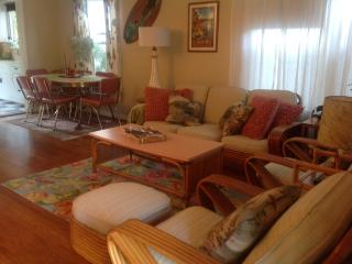 Laguna Beach Vintage Cottage 2 Blocks from Beach!