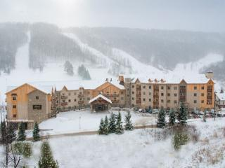 Tamarack Club 5th Floor (2 Room Combo), Ellicottville