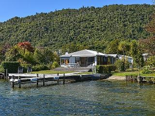 Lakefront Escape, Rotoiti