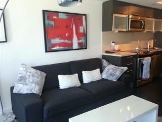 Stylish 2 Bedroom in Heart of Downtown Toronto