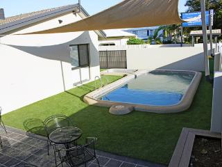 Pool View 2 Bedroom Apartment - 89 Eyre Street, Townsville