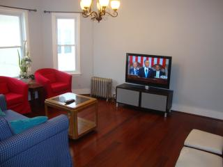 Luxurious Comfort Home Close to T and Boston, Somerville