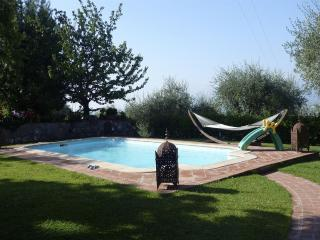 Villa MICA, elegant house private pool. 12px, Lucca