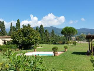 Villa Octavia, country house with private pool., Lucca
