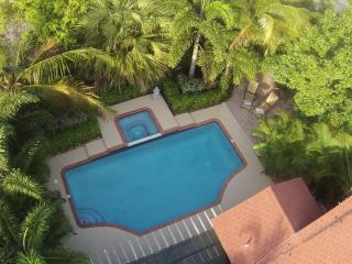 Tropical Paradise Luxury Home Salt Water Pool, West Palm Beach