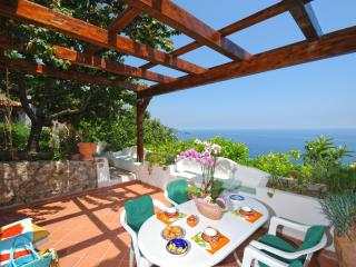 Quiet apt in villa, pool and sea view (4+2) - A628, Praiano