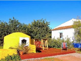 The Beekeepers Farmhouse: Art & Nature, Castro Marim