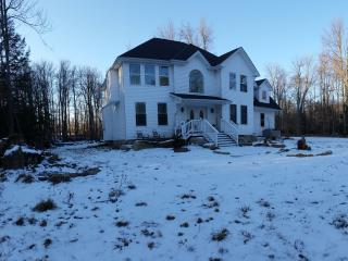 NEW!!! Comfort can be affordable! Golf Community, Tobyhanna