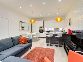 From £96/pp - 3 bedroom Mews House, London