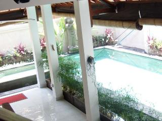 3 bedroom villa private pool,include breakfast, Legian