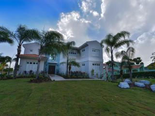 Villa Aqua - Newly Renovated Home, Humacao