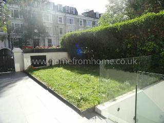 Stylish contemporary 2-bed apartment with garden access