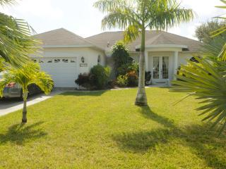 Southern Exposure - close to main direct to Gulf, Cape Coral