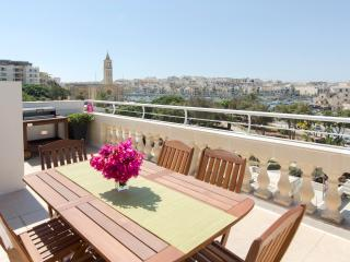 South Lodge Penthouse with Lovely Views By The Sea, Marsascala