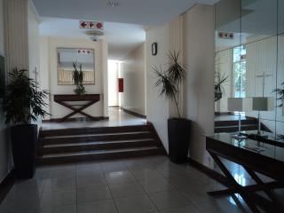 A sunny and secure apartment in Parktown, Johannesburg