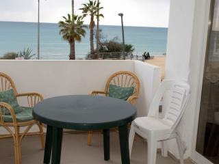 FRONT LINE BEACH APARTMENT -SEA VIEWS-SLEEPS 7, Armacao de Pera