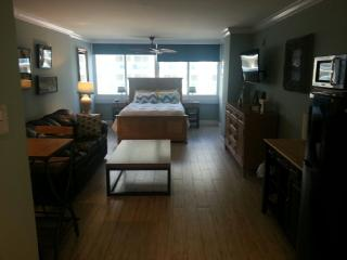 SUMMER SPECIALS! BEAUTIFUL ROOM!, Fort Lauderdale