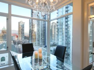Downtown's Beautiful & Modern Corner Suite 2BD, Vancouver