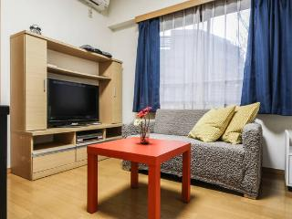 '1BR Condo Shibuya - 5pax, Tokyo' from the web at 'http://media-cdn.tripadvisor.com/media/vr-splice-l/01/75/28/75.jpg'