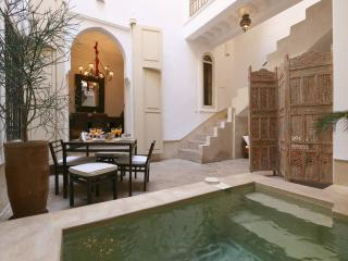 RIAD ETHNIQUE ENTIRE RENT MEDINA  WI-FI & POOL, Marrakech