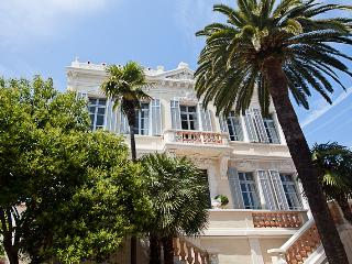 Modern Palace for 10 guestst 10 min from Cannes, Golfe-Juan Vallauris