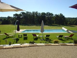 La Roussie Gites, heated pool, La Coquille