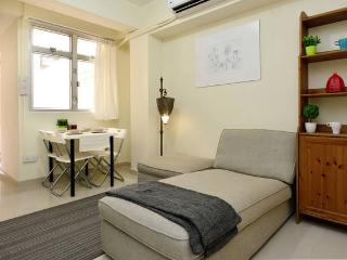 New Reno 2BR w Terrace 5ppl near MTR 134, Hongkong