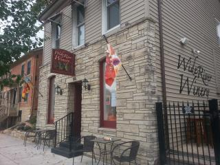 Wide River Winery Inn, Le Claire
