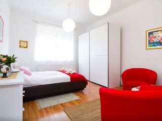 Comfortable, feel at home, free WiFi & parking, Zagreb