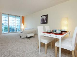 Comfortable apartment  Steps from the Beach, Sunny Isles Beach