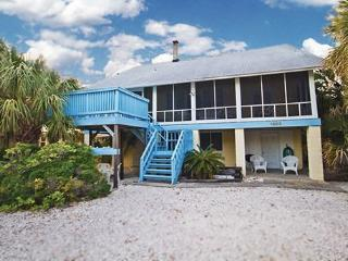 Sunshine South- Charming, Historic Beach Cottage! South End! 1 Block to South Beach! Awesome Porch!, Tybee Island