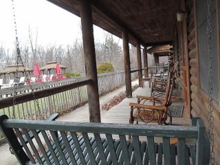Bed & Breakfast at Penmerryl Farm - Cabin A, Greenville