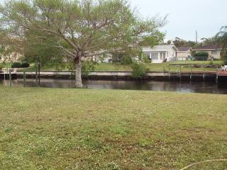 (2)GREATwaterfront property. Relaxation is waiting, Cape Coral