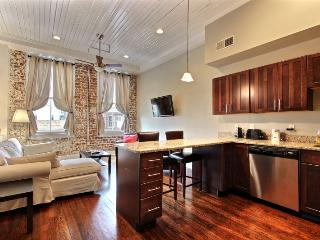 Historic 1BR/1BA - Walk everywhere, Wifi, Parking, Savannah