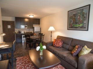 Queen Suite with Full Kitchen, Edina
