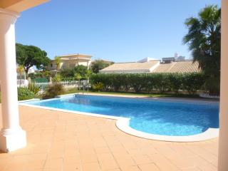 Wonderful Villa with private pool and barbecue., Albufeira